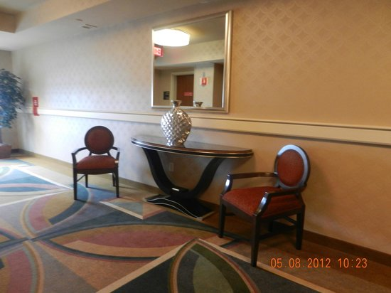 Hollywood Casino Bangor Hotel: Floor 3-Forier just outside the elevator