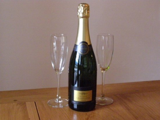 Chalet Almandine : Complimentary Champagne on arrival