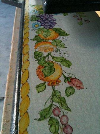 Pietra lavica decorata a mano.....per tavoli, top cucina e bagno ...