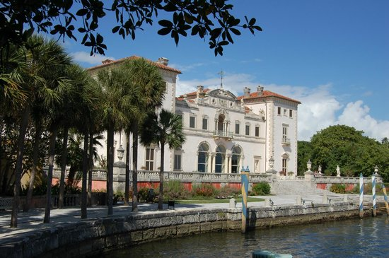 Vizcaya Museum and Gardens : A view from the Biscayne Bay side