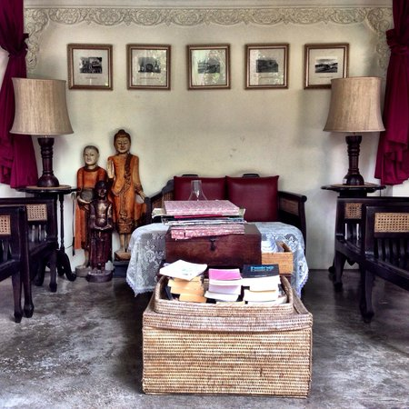 Tri Yaan Na Ros Colonial House: Lobby