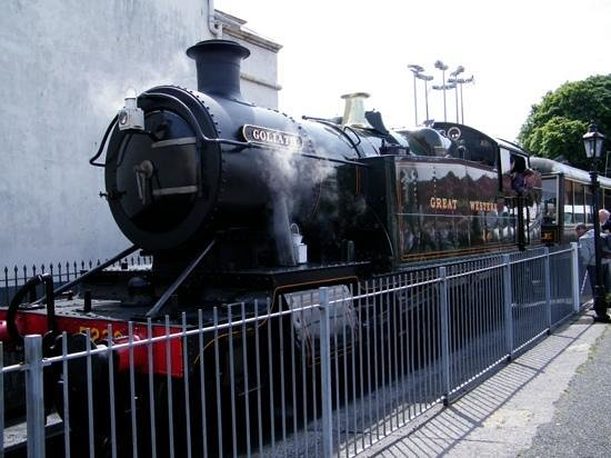 Dartmouth Steam Railway and River Boat Company: steam train awaits