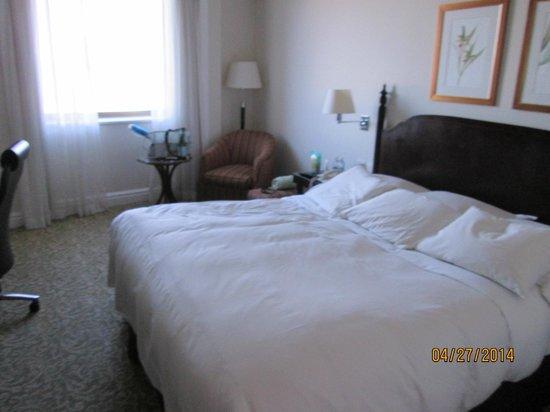 JW Marriott Hotel Rio de Janeiro: a bed.