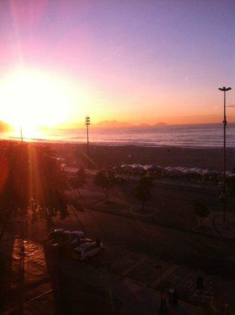 JW Marriott Hotel Rio de Janeiro : sunrise over copocobana beach
