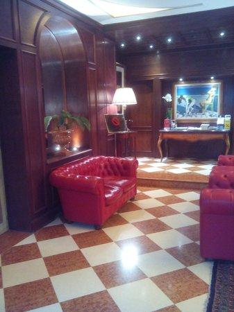 Hotel Romana Residence: HALL