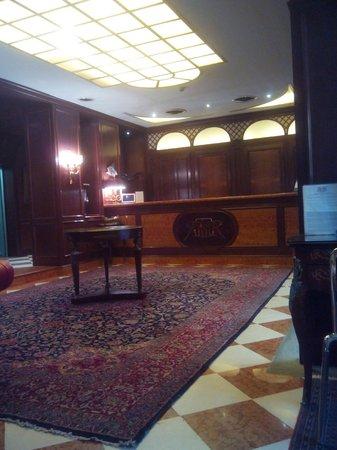 Hotel Romana Residence: Recepcion