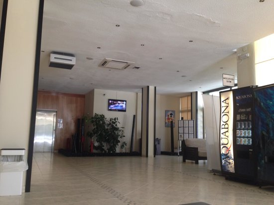 azuLine Hotel Pacific: Reception area