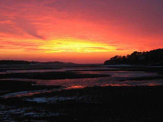 Even'tide Resort Motel and Cottages: Sunset