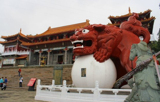 Wen Wu Temple : Sun Moon Lake: Wenwu Temple  日月潭: 文武廟