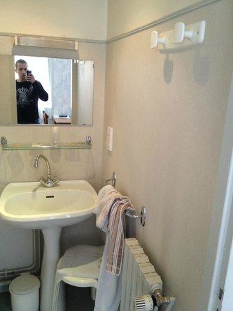 Hotel Peyresourde: Salle de bain