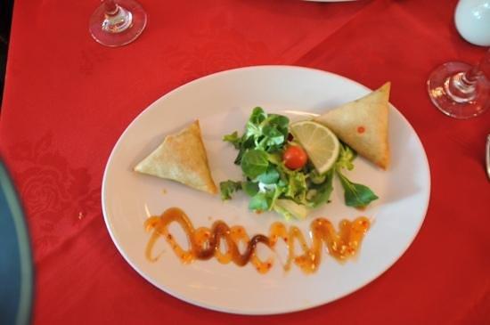 Lal Qila Indian Restaurant : Samosa