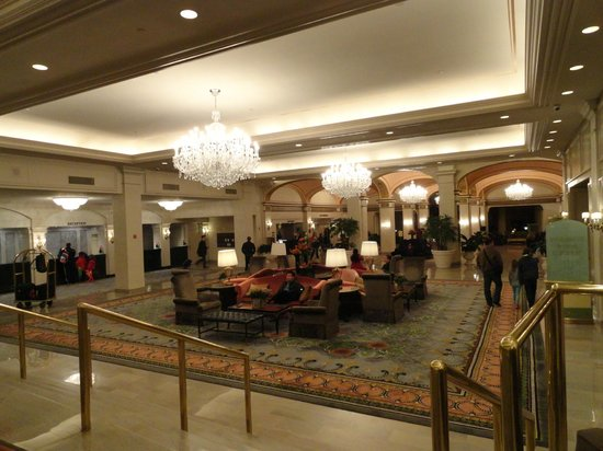Omni Shoreham Hotel: The beautiful lobby at Omni Shoreham
