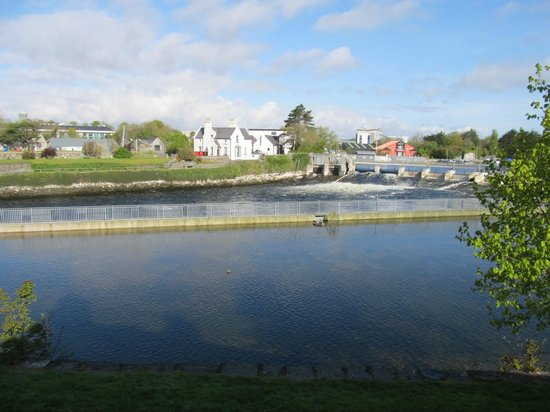 Corrib House Guest Accommodation: view of the Salmon Weir