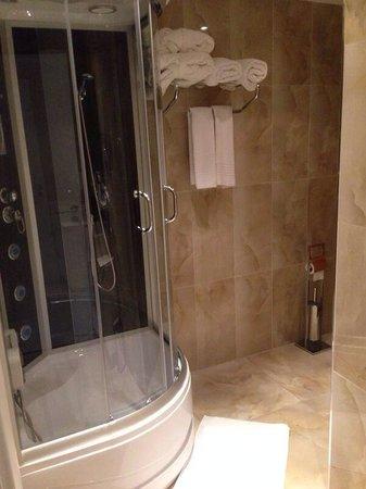 Trend Istanbul Bosphorus: Superior Suite Bathroom