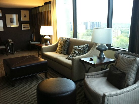 Hilton Alexandria Mark Center: comfort all around in this the living room of 2315