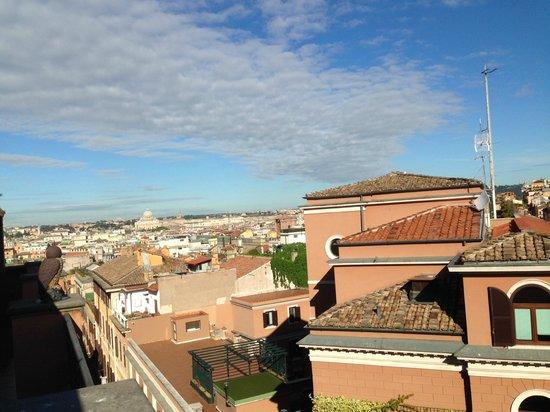 Barberini Hotel: Вид на утренний Рим из ресторана гостиницы Барберини