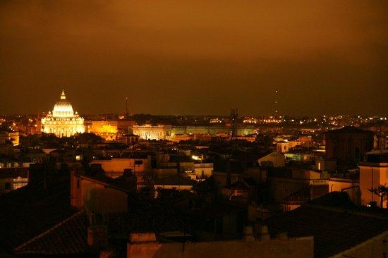 Barberini Hotel: Ночной Рим из ресторана гостиницы Барберини