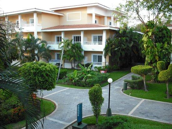 Hotel Riu Playacar : buildings on property
