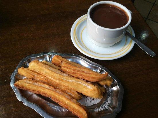 Pensión Berenguela: Delicious chocolate con churros from the Churreria next door