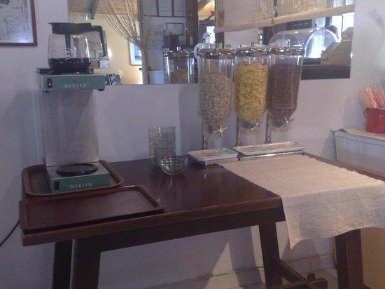 Yria Celia Apartments: breakfast