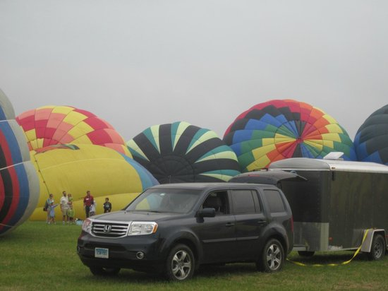 Parker, AZ : before takeoff, balloons being filled