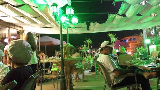 IL PENTOLINO : Blick durch den Außenbereich Richtung Eilat