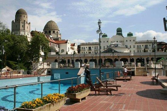 Gellert Spa: бассейн внешний, не термальный