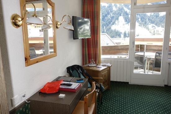 Derby Hotel: desk