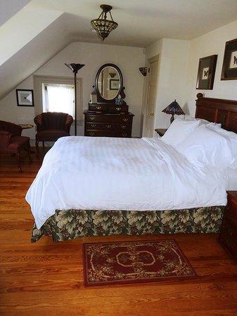 Silverstone Inn & Suites: Sugar Maple Room