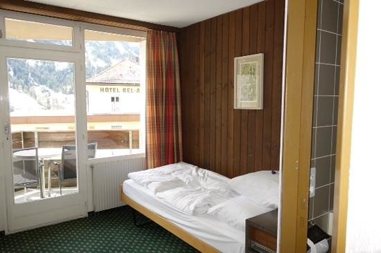 Derby Hotel: bed