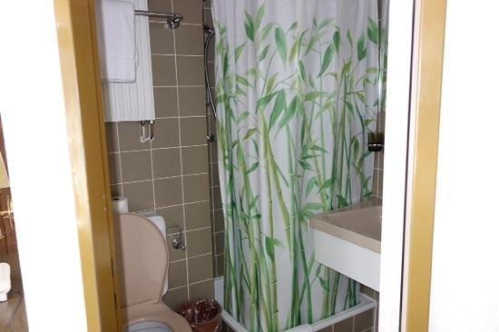Derby Hotel: bath