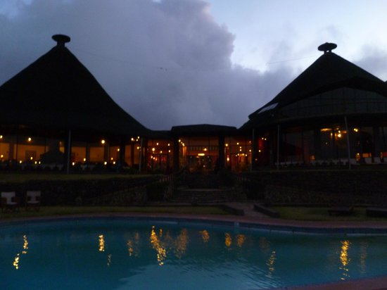 Ngorongoro Sopa Lodge: Pool and main building