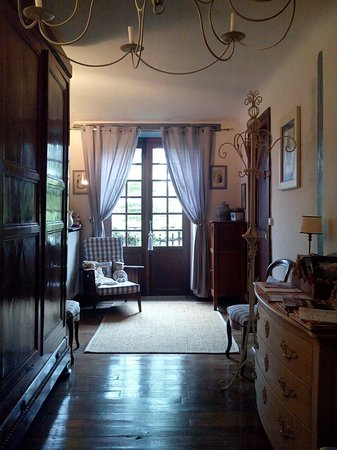 Maison la Croisade : couloir accédant a notre chambre