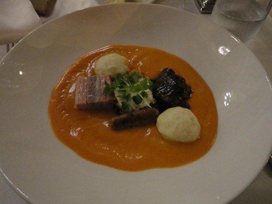 Salon Fine Dining Restaurant: Maiale in salsa al gambero di fiume