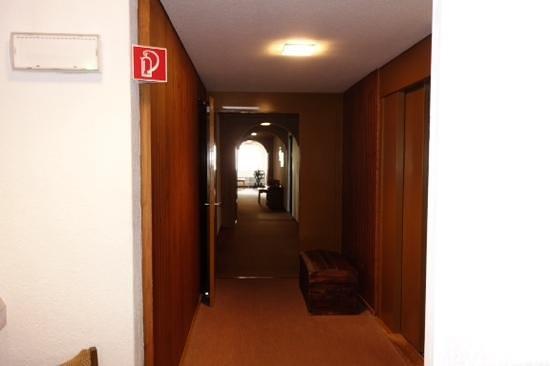 Derby Hotel: hallway clearer