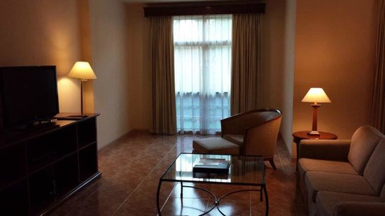 Somerset Ho Chi Minh City : very spacious lounge