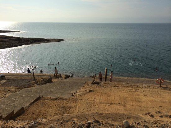 Kempinski Hotel Ishtar Dead Sea: Escada para entrar no mar morto