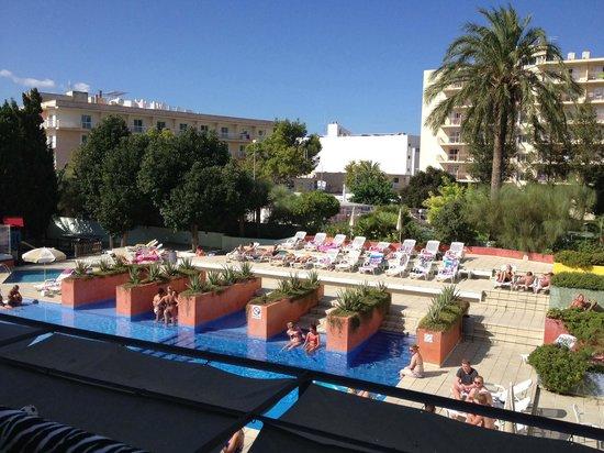 azuLine Hotel Pacific: Blue sky