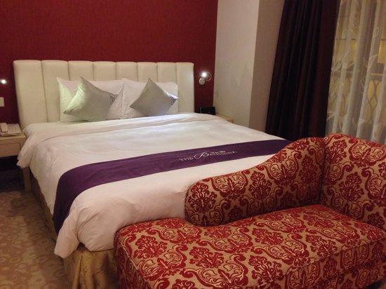 The Bauhinia Hotel - Central: 寝心地の良いベットです!