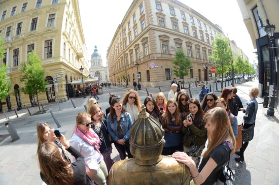 Next City Tours Budapest: Walking toward the bridge and stopping at the Hungarian Policeman