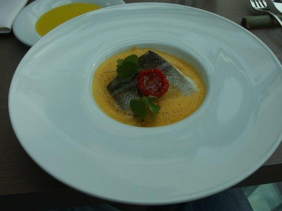 Tamka 43 Restaurant: Pesce con uovo
