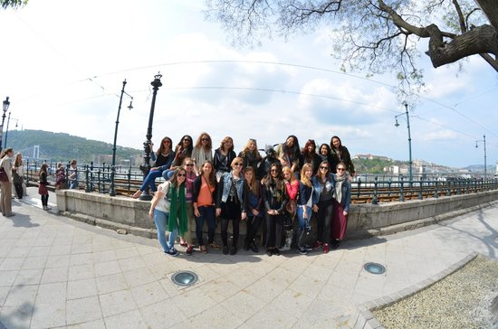 Next City Tours Budapest: Group shot with Kiskiralylany Szobor (Little princess)