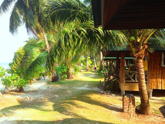 K.B. Resort: beachfront bungalows