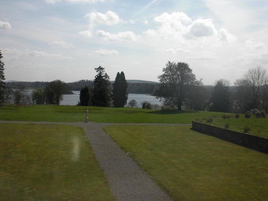 Kilronan Castle Estate & Spa: A view from the front door to the lough