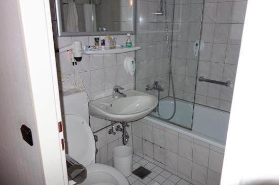 Mercure Hotel Bad Homburg Friedrichsdorf: bathroom