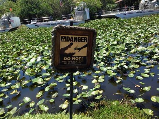 Everglades Safari Park: entrée du parc avec air-boat geant