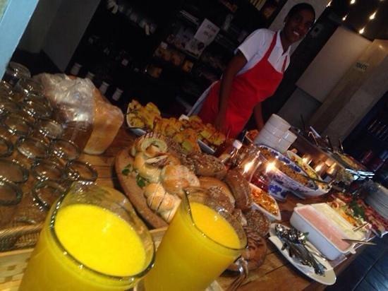 Andiamo : Buffet Breakfast