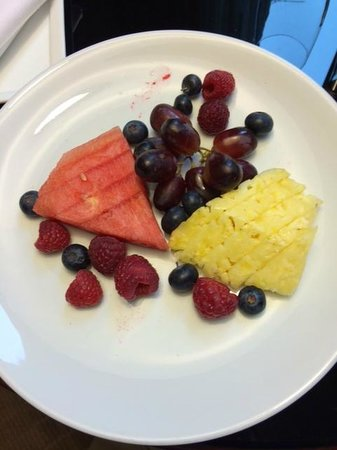 Sofitel Washington DC : Room Service - Fruit Plate