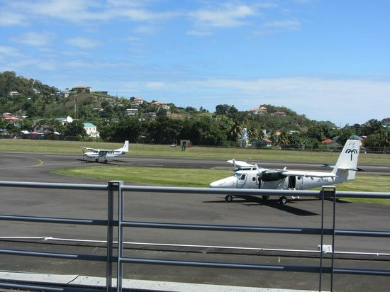 Lookout Restaurant & Bar: View of little planes coming and going from Lookout's windows