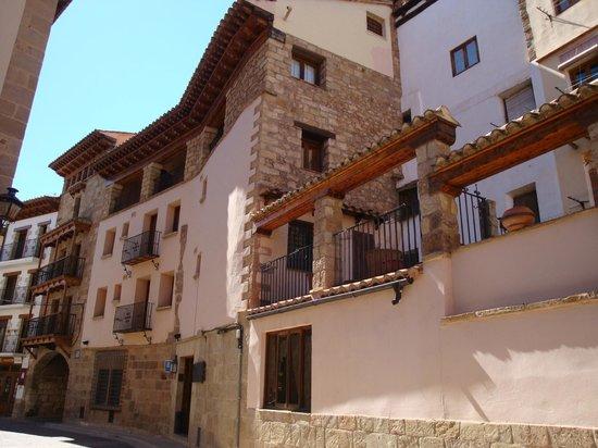 Mora de Rubielos, İspanya: Fachada lateral .